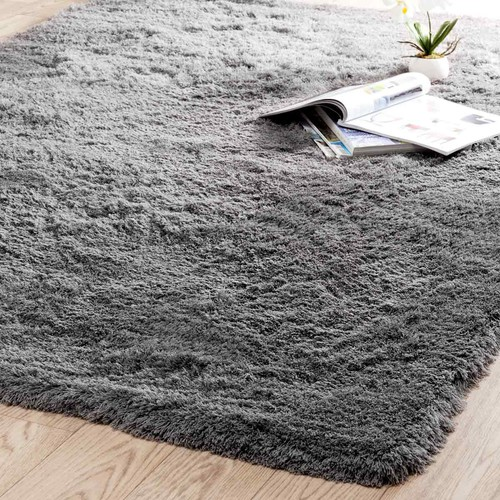 tapis poils longs en tissu gris 140 x 200 cm inuit maisons du monde. Black Bedroom Furniture Sets. Home Design Ideas