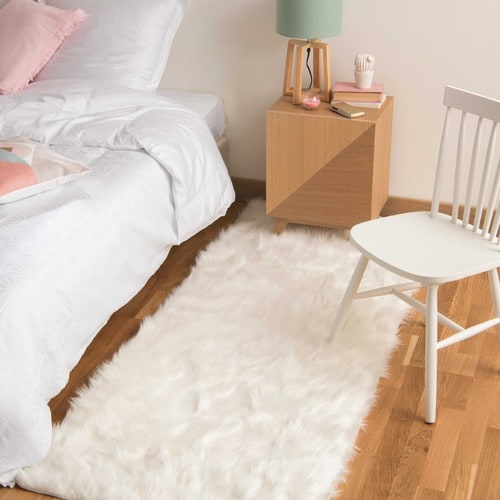 tapis en fausse fourrure blanc 80 x 200 cm oumka maisons du monde. Black Bedroom Furniture Sets. Home Design Ideas